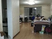 广电附近带大平台2楼大三室房