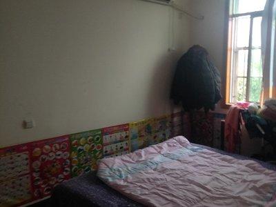 1293室2厅1卫精装紧邻地铁,多条公交经过