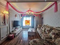 宝龙广场附近 两室的价格 买三室的房子 房东装修花了小二十万 用的集成灶