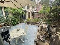 前后独立花园,家具家电定制装修。采光超级好,安逸得很